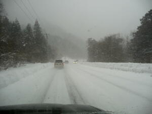 地吹雪の道路