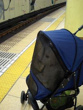 地下鉄待ってます