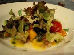 生ハムとマンゴーとアボガドのサラダ