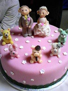 ピンクのウエディングケーキ