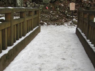今日の階段コースはひどい雪道