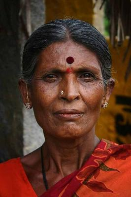 400px-Indian_Woman_with_bindi.jpg