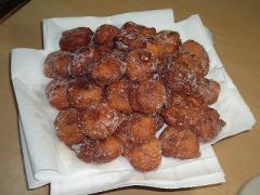 ホットケーキミックスで作る揚げドーナツ。