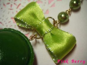 鮮やかなグリーンマカロンのストラップ リボンアップ