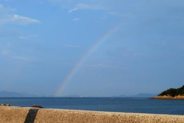 鞆の浦にて小雨後の虹