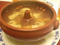 鶏と人参クコの薬膳スープ