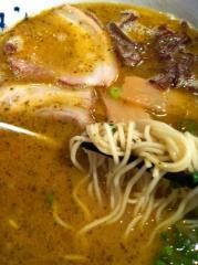 山小屋黒ラーメン麺110221