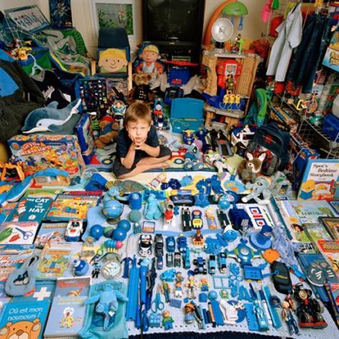 子供の趣味で埋め尽くされた部屋の写真