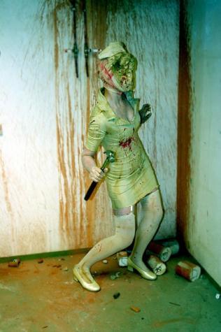 かなり怖いサイレント・ヒルのコスプレ写真いっぱい