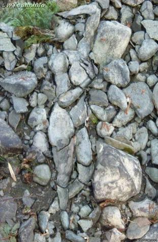 石を使って作られたSexyな美女アート