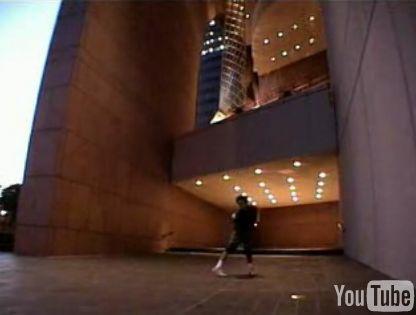 クネクネロボットダンスの最高峰「David Elsewhere」