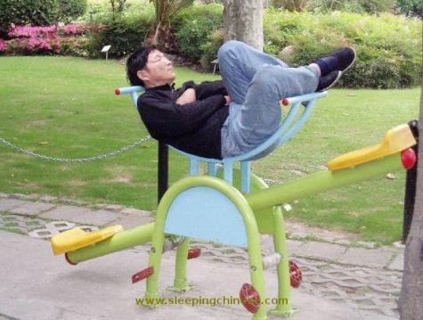 ハードな環境でも眠ることができるSleepingChinese