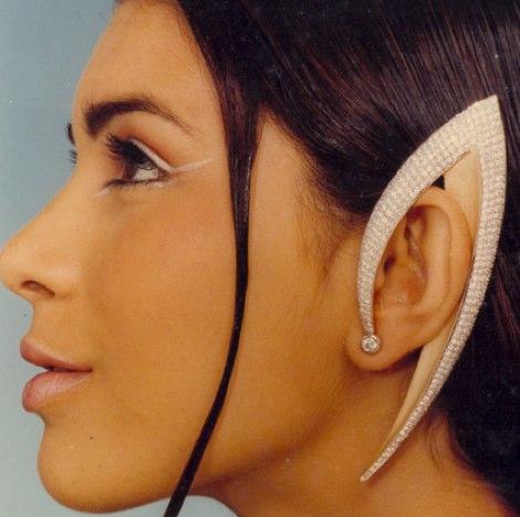 エルフの耳のデザイン - Raja Gondkar