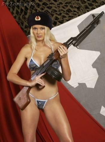 ハードボイルドに武器を持つ女性の写真いろいろ