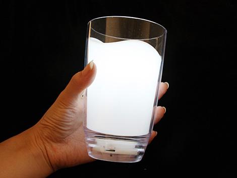 ミルクのグラス