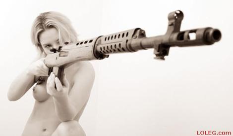 ハードボイルドに武器を持つ女性の写真いろいろ Part3