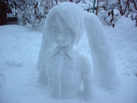 雪で作られた初音ミクの雪像