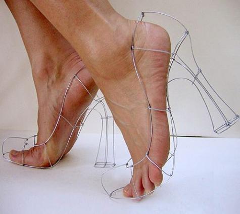 斬新だが履く機会がない靴を紹介している「Virtual Shoe Museum」