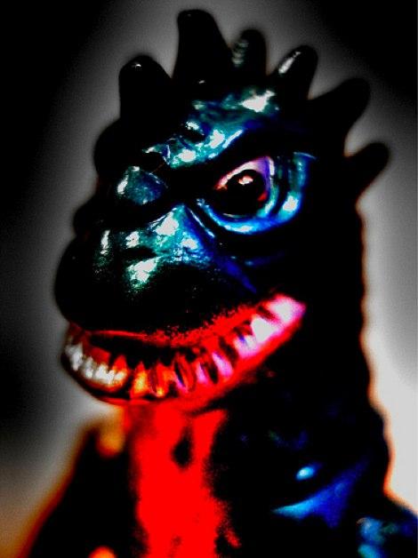 怖いけど憎めない怪獣アート