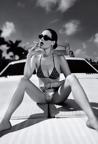 Sexyにタバコを吸う女性の写真いろいろ