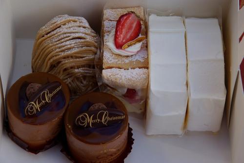 今日はロールが無いのでカットケーキ モンブラン 苺ケーキ ショコラデショコラ 貴婦人ロールフルーツ