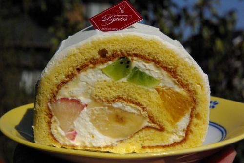 ラパン 季節のフルーツロール 350円