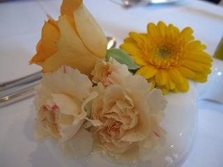テーブルのお花♪