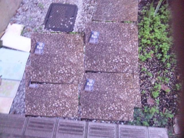 玄関先の敷石たくさん