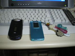 新旧携帯の並び