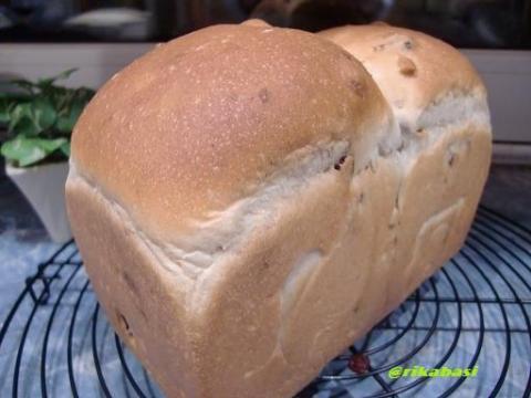 レーズンクルミ食パン