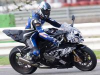 http://www.motorcyclenews.com/MCN/News/newsresults/mcn/2008/October/27-31/oct2808-bmw-s1000rr-road-going-spy-shot/