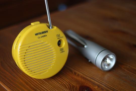 余震にはラジオと懐中電灯
