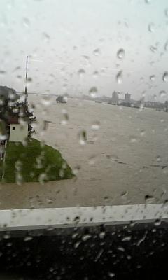 氾濫寸前!多摩川