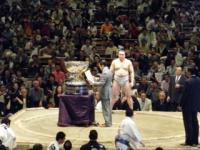総理と日馬富士