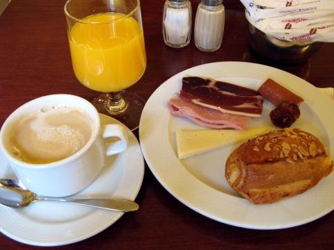 ホテル・アローサの朝食(マドリード)