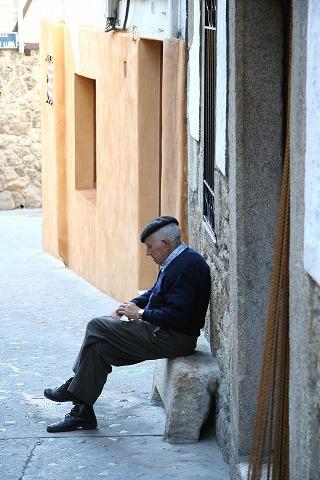 道端にいるおじいさん(Garganta la Olla)