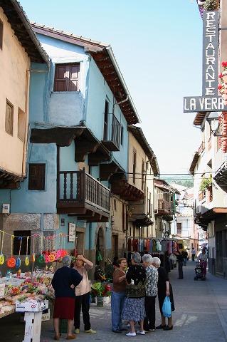 広場のマーケット(Garganta la Olla)