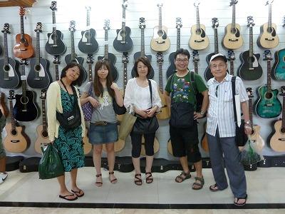 ギター工場で
