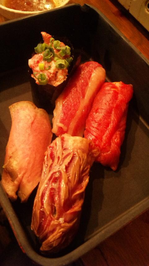 120210_202147渋谷肉横丁 肉寿司