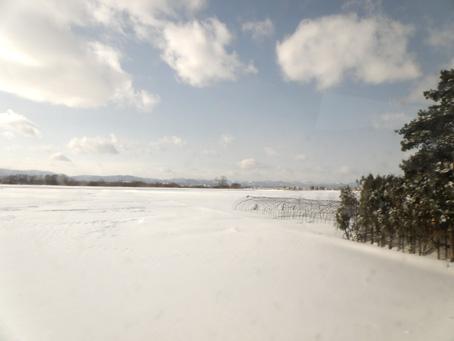 雪と晴れ空