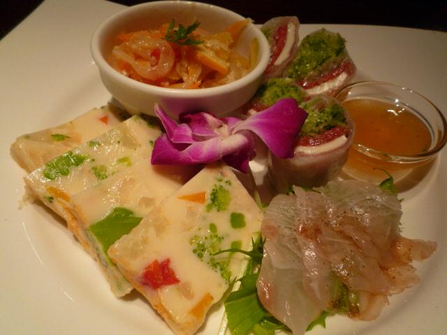 バハマール(前菜4種盛 イタリアン生春巻、野菜のテリーヌ、めばるのエスカベッシュ、鮮魚のカルパッチョ)