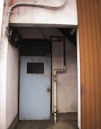 西区のドア2
