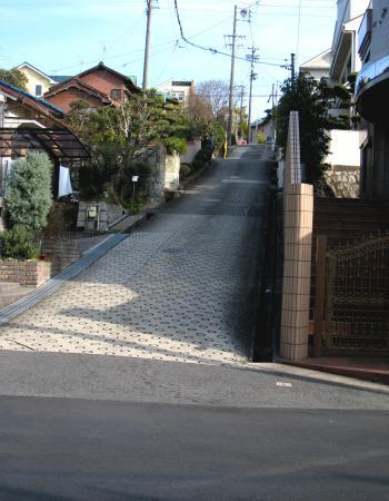 愛知学院近く住宅街の坂