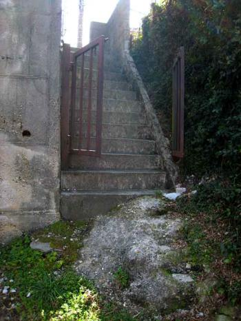 石屋坂途中の石段