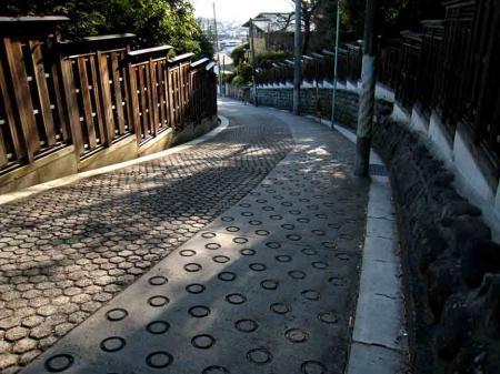塩竈神社すぐ上の坂道