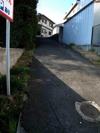 塩釜口駅近くの小さな坂道