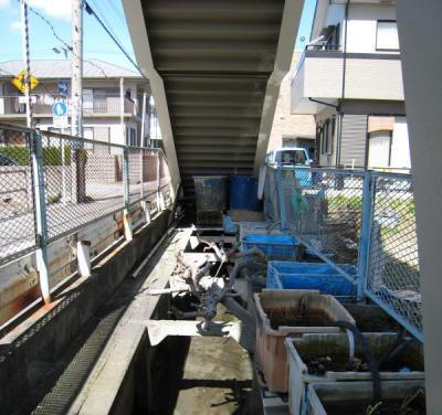 歩道橋下2
