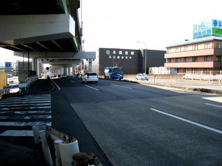 新川中橋南の坂道