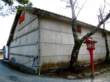 涼ケ岡八幡神社の倉?