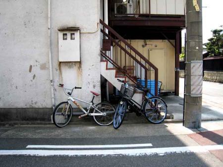 階段と自転車
